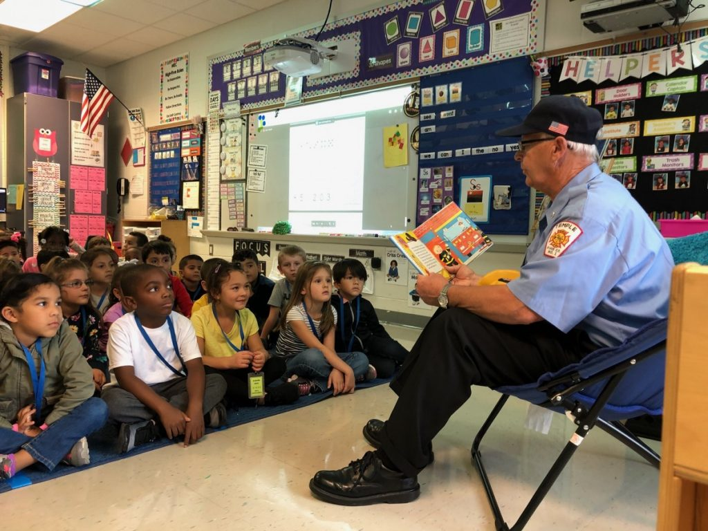 Firefighter's Read to Students.